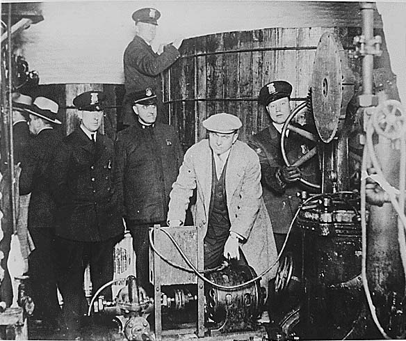 A public domain image of alcohol prohibition in the 1920s, to illustrate the difference between psilocybin decriminalization and legalization