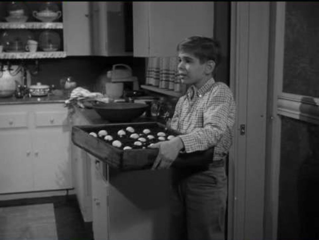 A scene from the Alfred Hitchcock Presents episode Special Delivery.